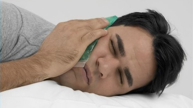 article-new_ehow_images_a02_6n_t3_treat-toothache-home-800x800-615x350