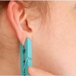 Stavite štipaljku na uho i držite 1 minutu – dogodit će se čudo