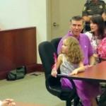 5-ogodišnja djevojčica čeka u sudnici na usvajanje! Kada je videjla ko je ušao na vrata, zanijemila je!