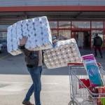Jabuka TV/Zašto kupci pustoše rafove sa toalet papirom